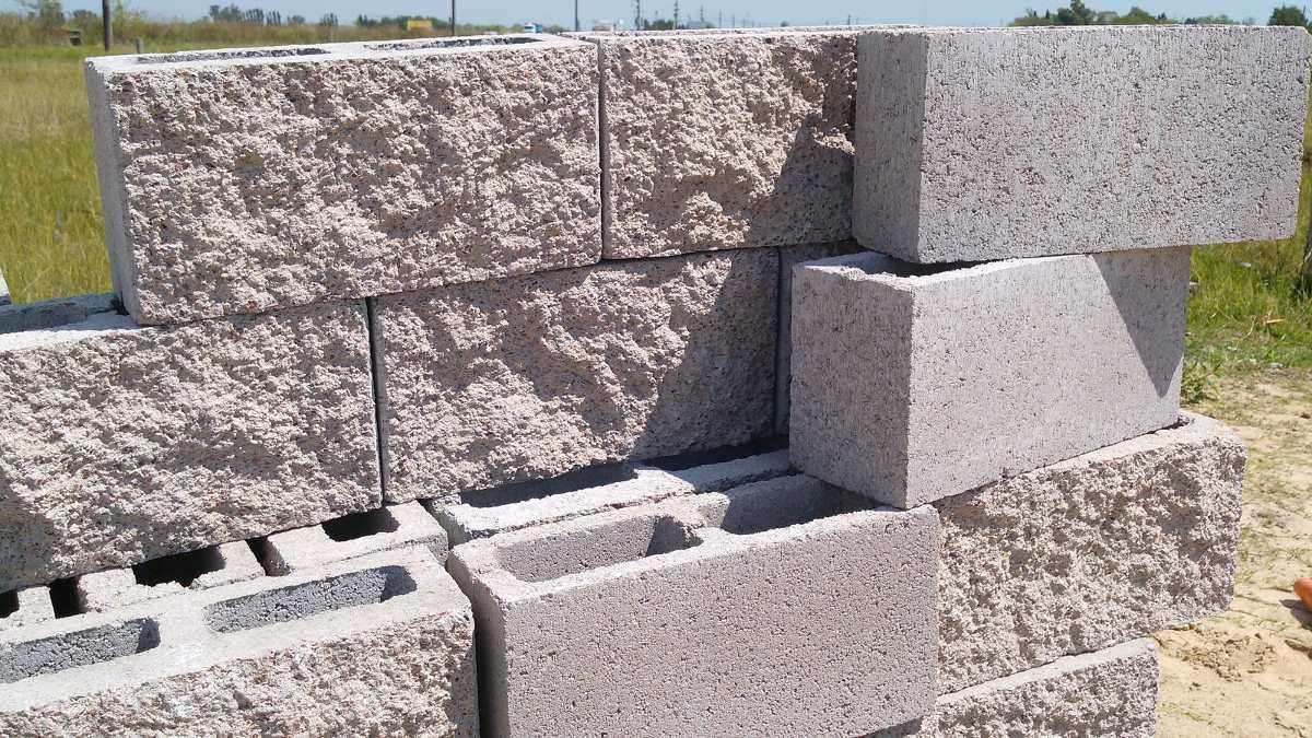 Bloque hormigon simil piedra lajas quilmes for Construccion de piscinas con ladrillos