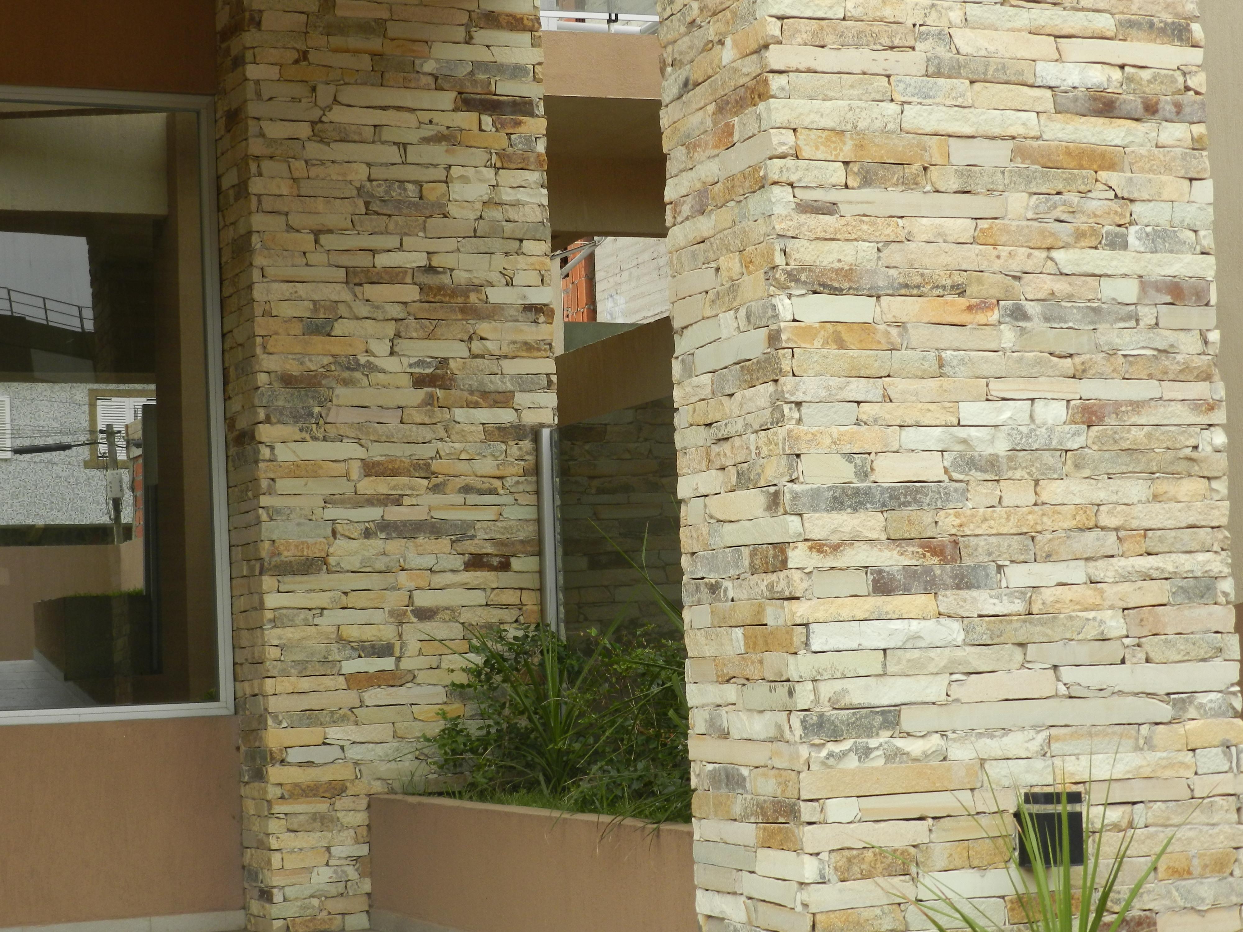 Murete taco bariloche amarillo lajas quilmes - Lajas para paredes interiores ...